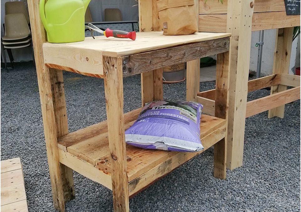 Apprendre à fabriquer une table de rempotage